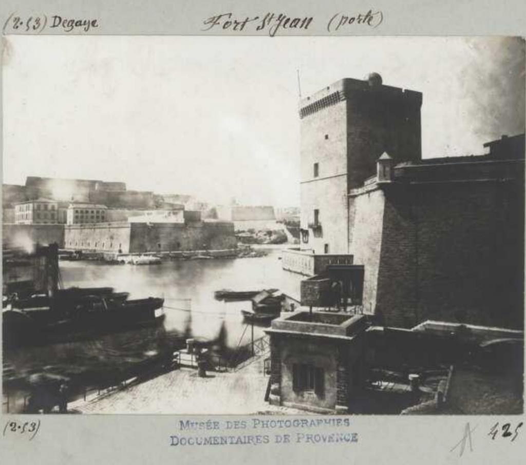 Fort Saint-Jean (porte) Marseille (Bouches-du-Rhône) – Fort Saint-Jean - Degaye, Adolphe (1804 - 1883) Marseille [s.d] Date : [s.d] Source : 2-53A425 Droits : domaine public